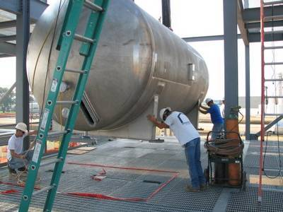 Setting Vessel in Process Building